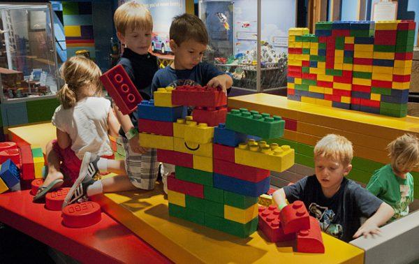 История на LEGO