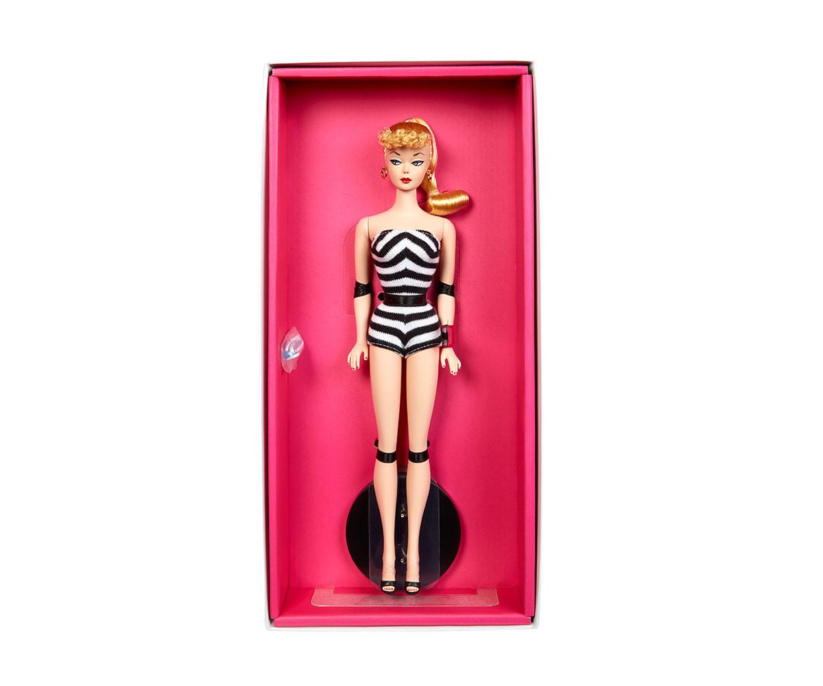 Кукла Barbie колекция с черно-бял бански